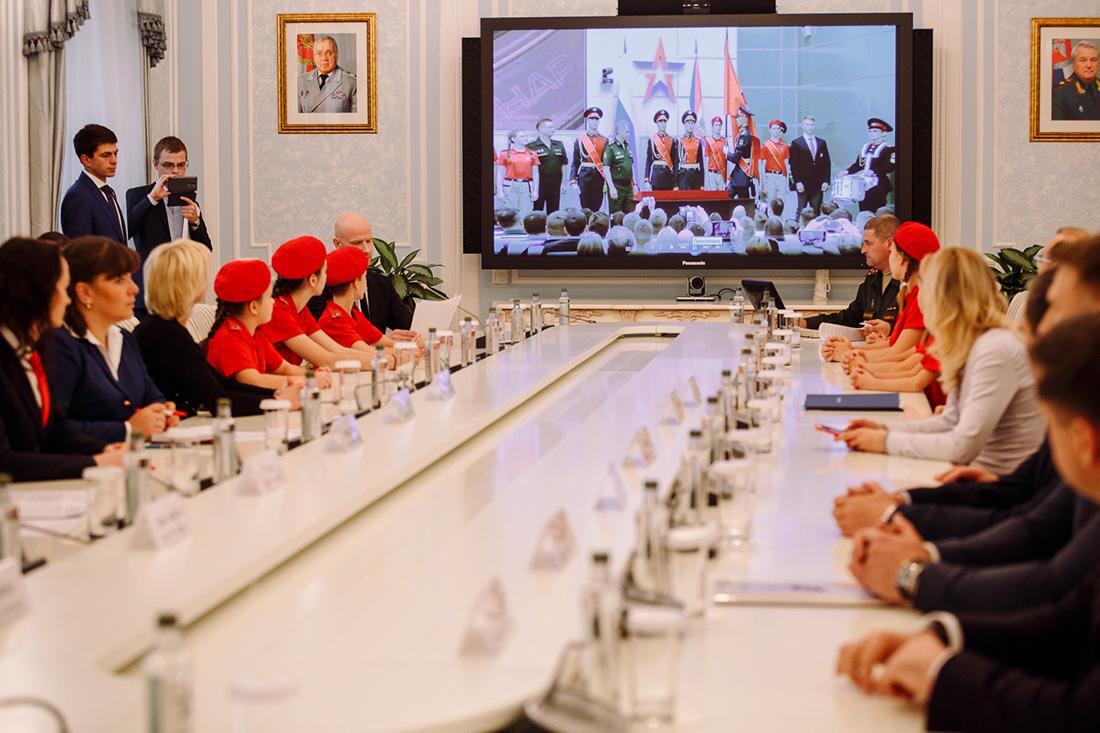 На мероприятии подписания соглашения между Госкорпорацией Ростех и Всероссийским детско-юношеским военно-патриотическим общественным движением «ЮНАРМИЯ».