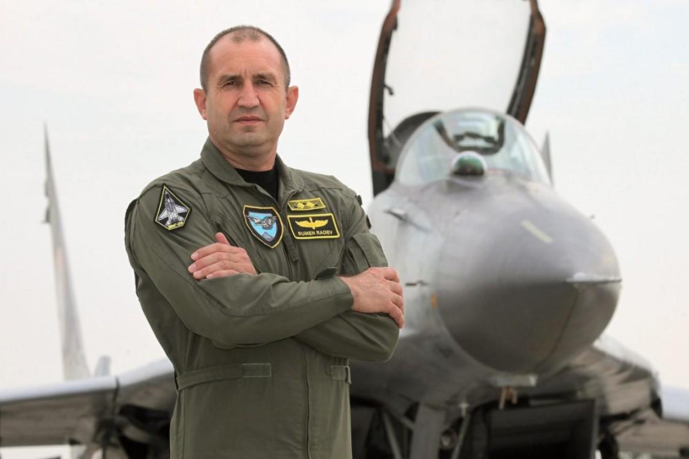 Бывший командующий ВВС Болгарии, кандидат на пост президента Болгарии от социалистов, генерал-майор в отставке Румен Радев.