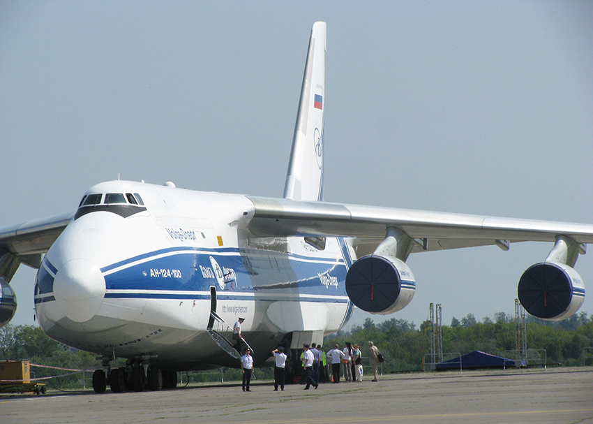 """Коммерческая версия транспортного самолёта Ан-124 """"Руслан"""" на Международном авиатранспортном форуме «МАТФ-2014»."""