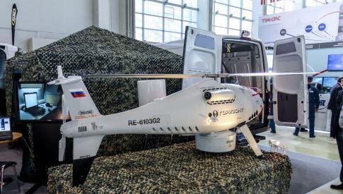 """Макет доработанного БЛА """"Горизонт Эйр S-100″ с бортовой РЛС кругового (бокового) обзора «Колибри», установленной в нижней части фюзеляжа."""
