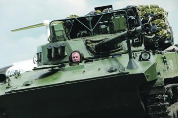 С 1960-х годов в СССР и России была создана уникальная линейка авиадисантируемых боевых машин. Фото с сайта www.mil.ru