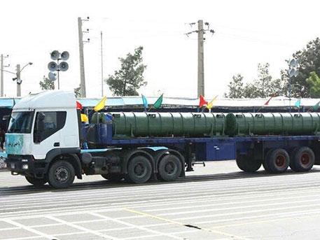Автомобиль с ракетами ЗРК С-300 на параде в Тегеране.