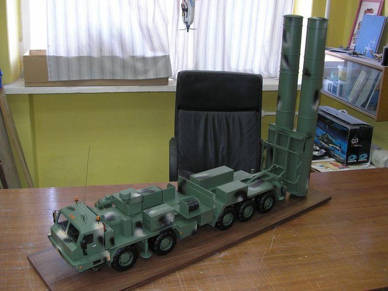 """Макет самоходной пусковой установки 77П6 перспективной зенитно-ракетной системы ПВО и ПРО большой дальности С-500 """"Триумфатор-М"""" с ракетами большой дальности (предположительно, семейства 40Н6)."""