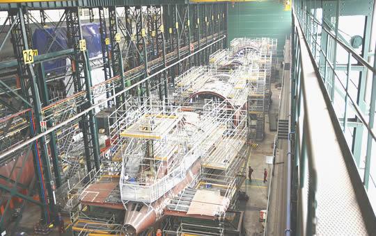 Головная подводная лодка S-81 Isaak Peral проекта S-80 в эллинге предприятия испанского судостроительного объединения Navantia в Картахене, 2012 год.