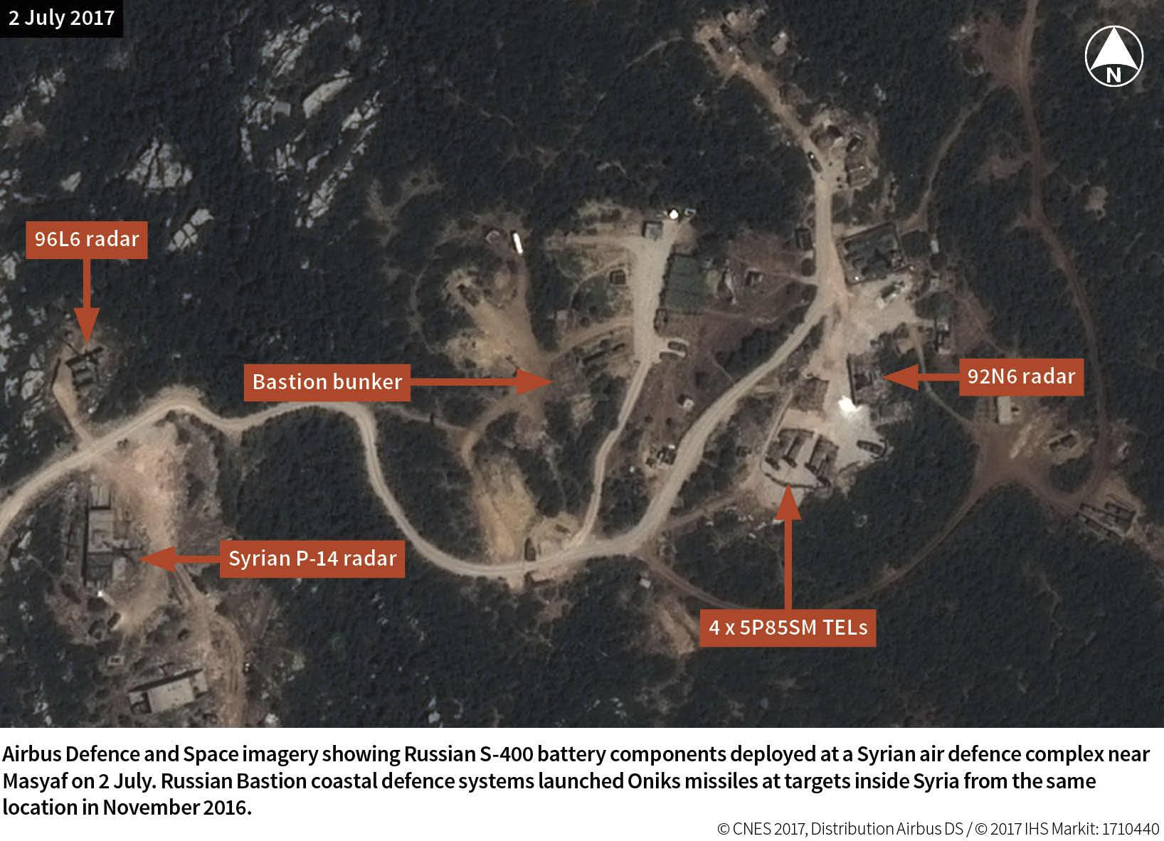 Датированный 2 июля 2017 года космический снимок позиции второго развернутого в Сирии российского дивизиона зенитной ракетной системы С-400 в 13 км северо-западнее сирийского города Масьяф (провинция Хама).