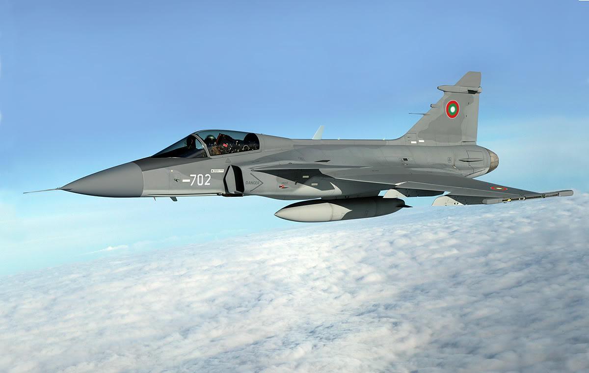 Изображение истребителя Saab JAS-39C Gripen с опознавательными знаками ВВС Болгарии.