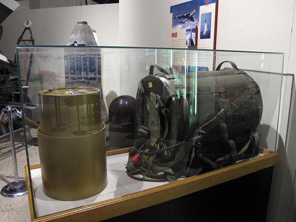 Переносной ядерный фугас SADM в рюкзаке с боеголовкой W54 (США).