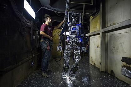 Робот SAFFiR