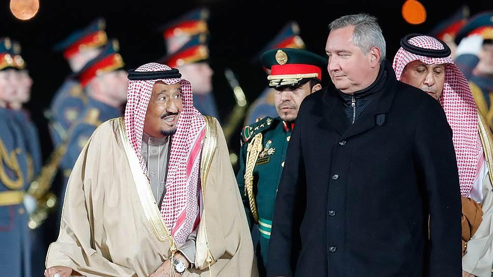 Делегацию короля Саудовской Аравии Сальмана бен Абдель Азиза аль-Сауда встречали Преображенский полк и вице-премьер Дмитрий Рогозин.