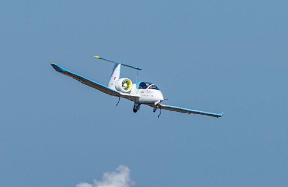 Самолет Airbus E-FAN.