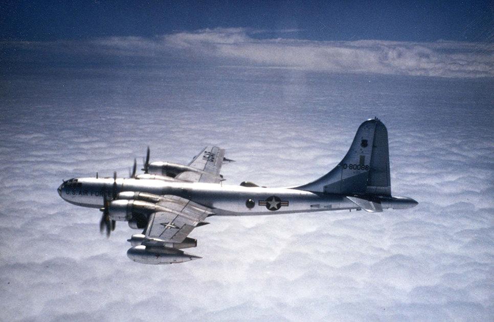 Самолет Boeing KB-50J.