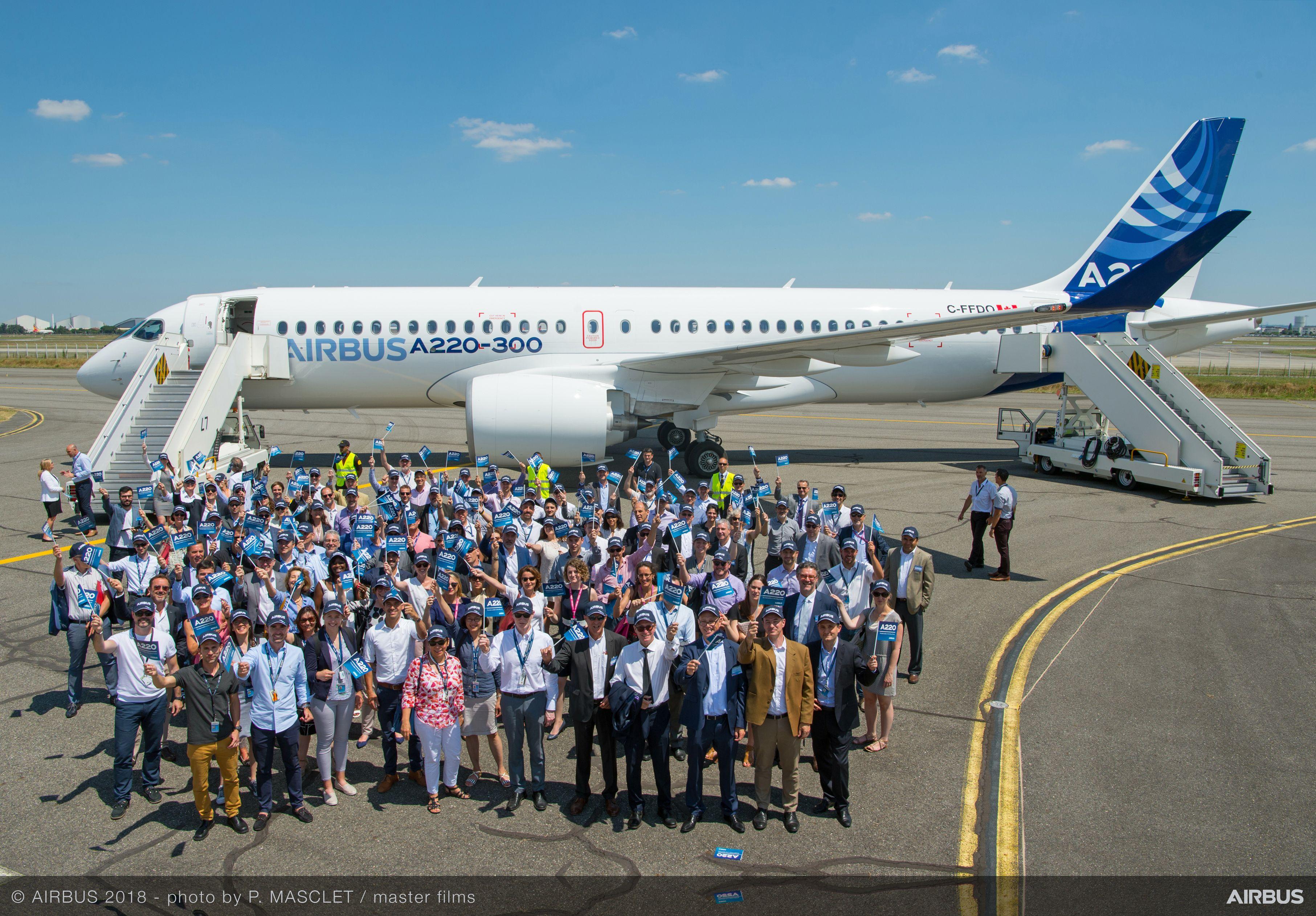 Продемонстрированный 10.07.2018 в Тулузе (Франция) самолет Airbus A220-300 - ребрендированный Bombardier CS300 (регистрационный номер C-FFDO, серийный номер 55002).