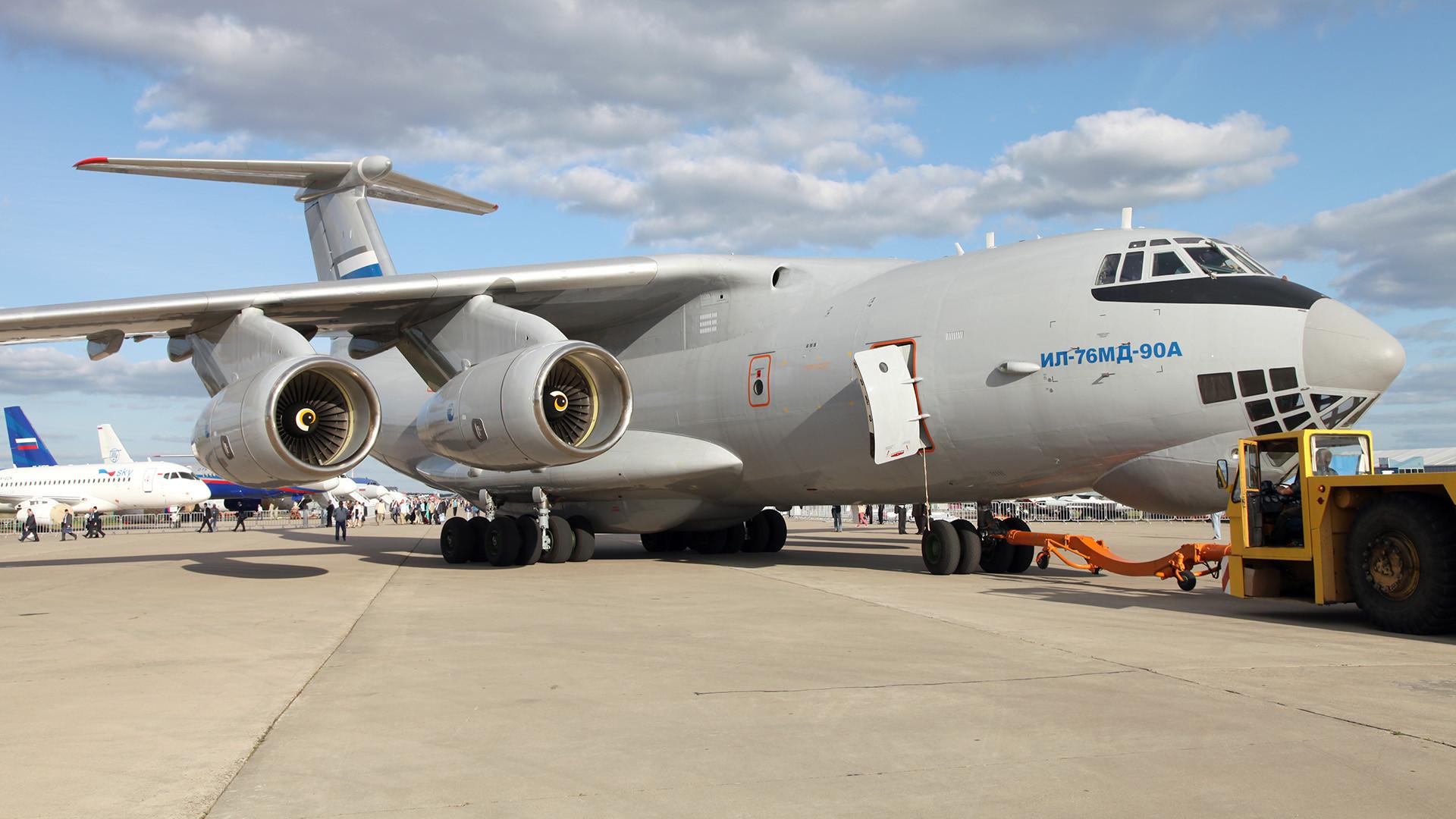 Самолет Ил-76МД-90А.