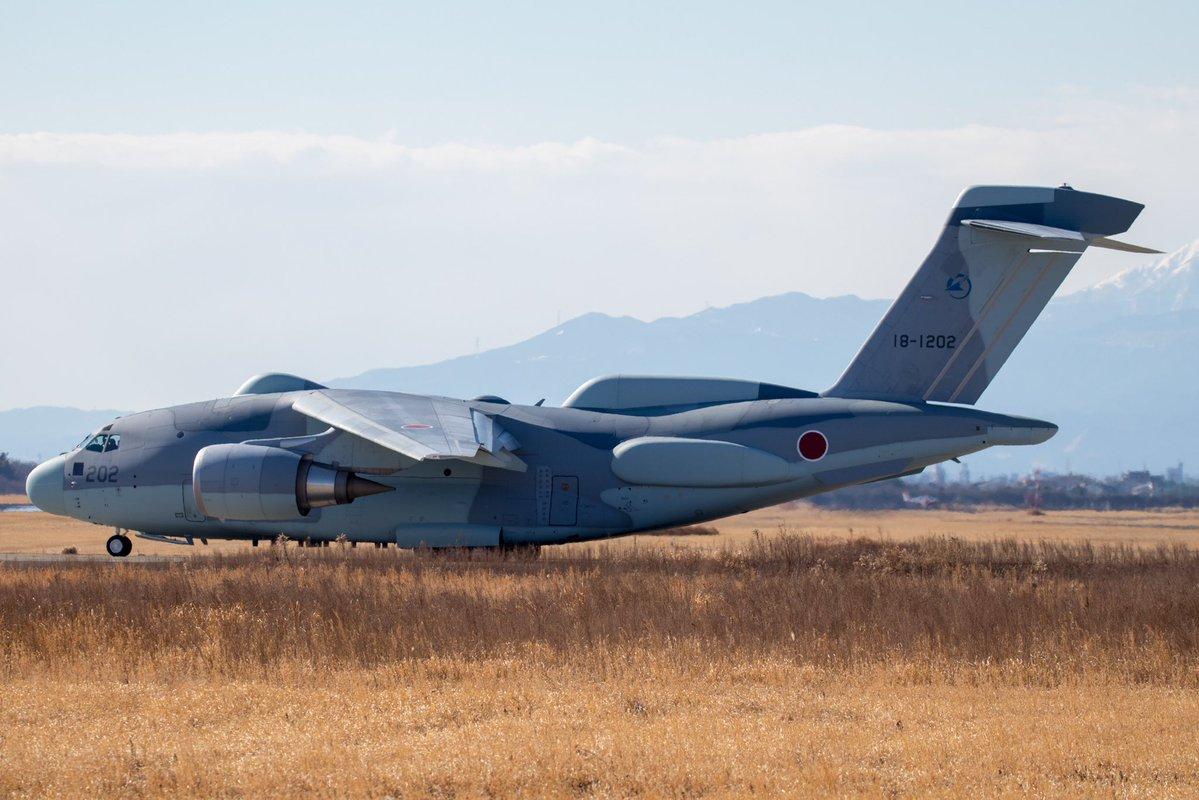 Опытный образец японского самолета радио- и радиотехнической разведки RC-2 (также используется обозначение C-2 ELINT) на основе среднего военно-транспортного самолета Kawasaki C-2. Опытный образец RC-2 переоборудован из второго летного прототипа ХС-2 (бортовой номер 18-1202, серийный номер 002). Гифу, 06.02.2018.