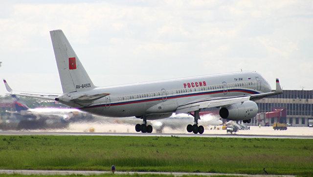 Самолет ТУ-214.