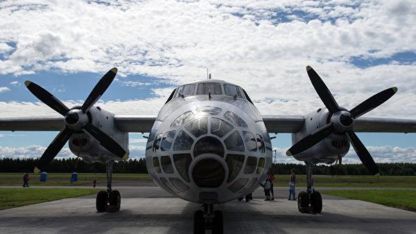 Самолет воздушного наблюдения и аэрофотосъёмки Ан-30. Архивное фото
