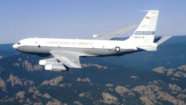 Самолет ВВС США Boeing OC-135B, совершающий облет в рамках Договора по открытому небу
