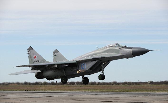 Самолет-истребитель МиГ-29 участвует в боевой тренировке в Краснодарском крае.