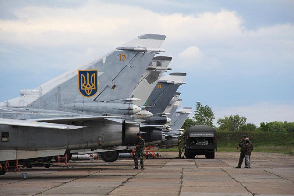 Самолеты Су-24МР и Су-24М украинских ВВС.