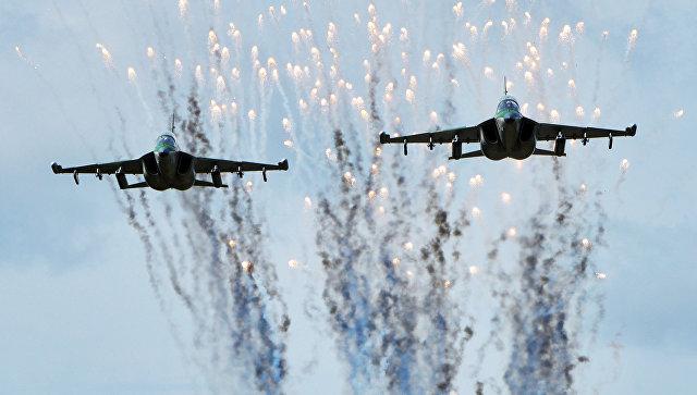 Самолеты Як-130 ВВС Белоруссии в ходе подготовки к учениям Запад-2017 в Могилевской области.