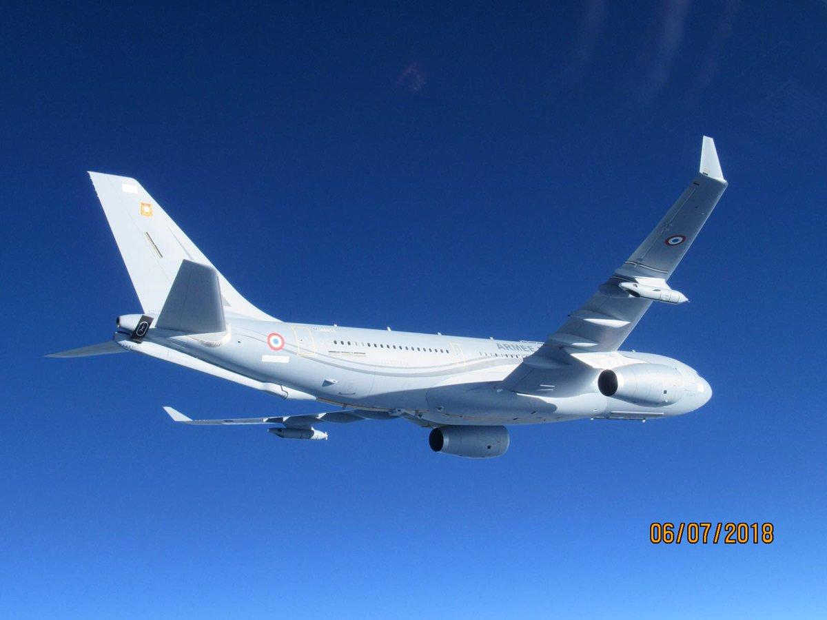Первый самолет-заправщик Airbus A330 MRTT Phénix ВВС Франции (серийный номер 1735).