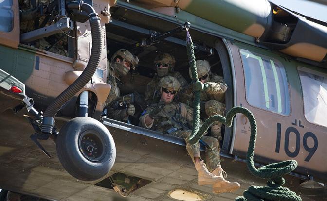Британские военнослужащие Специальной авиационной службы (SAS).