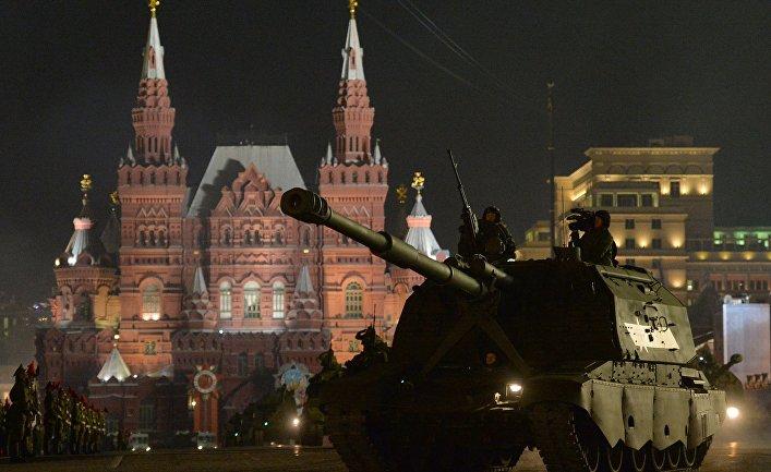 """САУ """"Коалиция-СВ"""" во время репетиции военного парада в Москве."""
