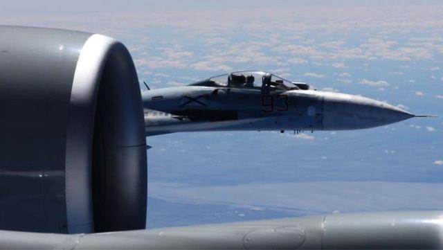 Сближение российского истребителя Су-27 с американским самолетом RC-135U над Балтийским морем, 19 июня 2017 года Master Sgt. Charles Larkin Sr/U.S. European Command