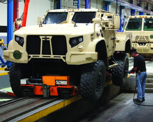 Сборка бронированных машин Oshkosh L-ATV.