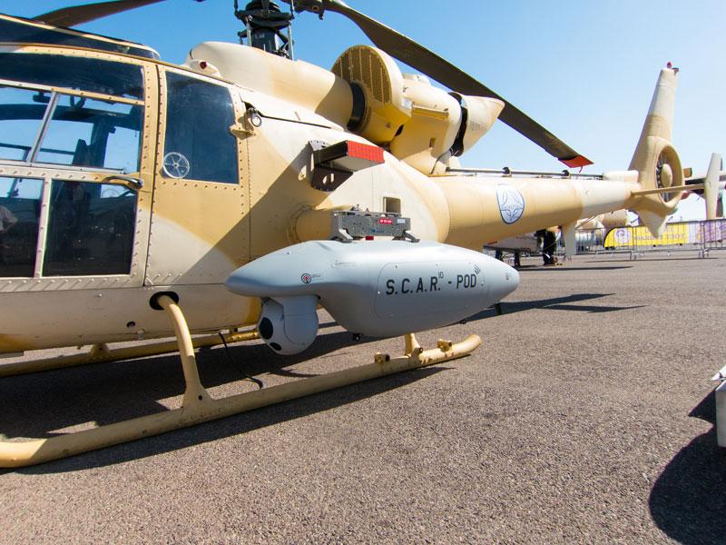 Подвесной разведывательный контейнер Airborne Technologies S.C.A.R на легком вертолете Aerospatiale SA.342 Gazelle.