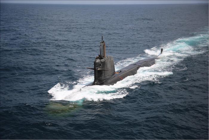 Вторая завершенная строительством для индийского флота дизель-электрическая подводная лодка проекта Scorpene S 51 Khanderi на заводских ходовых испытаниях. 02.06.2017.