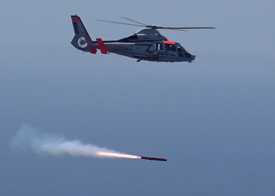 Первый пуск ракеты Sea Venom с вертолета Dauphin.