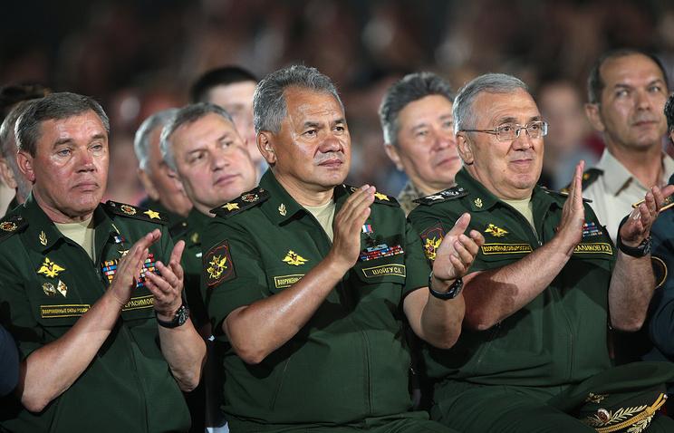 Сергей Шойгу (в центре).