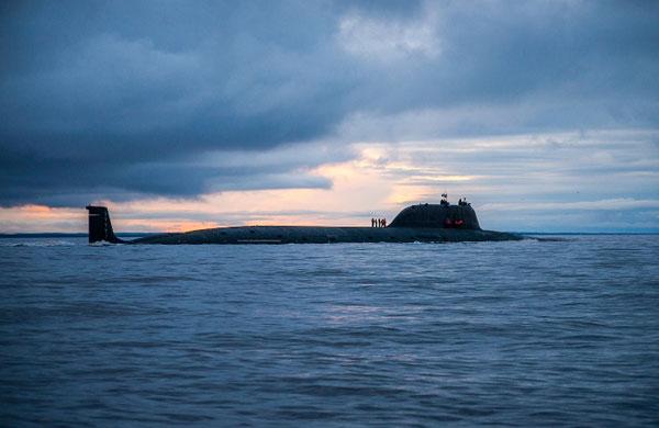 """АПЛ """"Северодвинск"""" на переходе в район испытаний."""