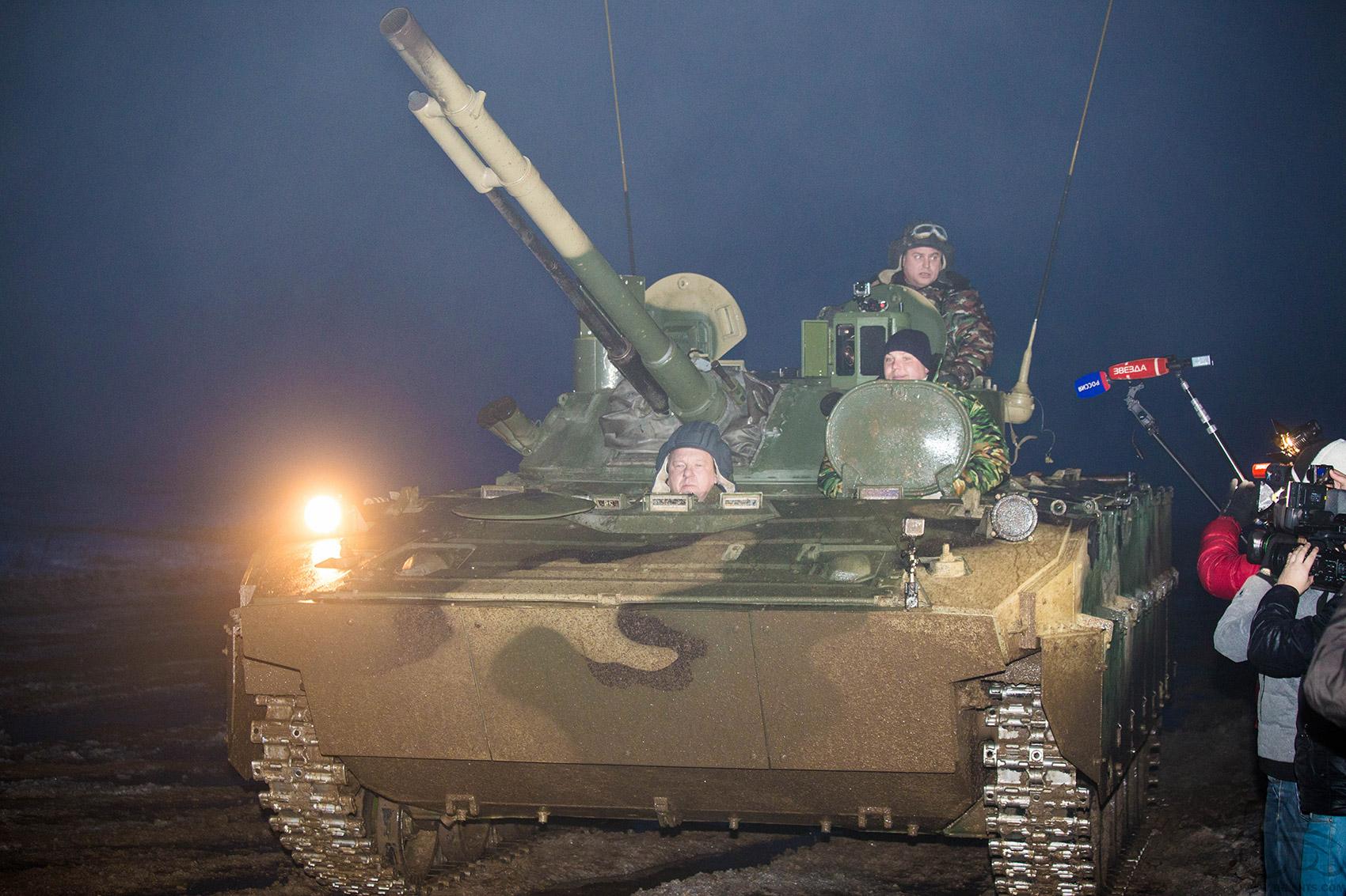 Владимир ШАМАНОВ лично оценил возможности БМД-4М с боевым модулем БМП-3.