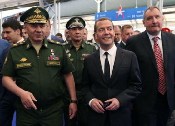 Дмитрий Медведев, Сергей Шойгу и Дмитрий Рогозин