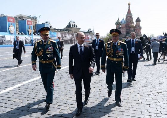 Сергей Шойгу, Владимир Путин и Олег Салюков