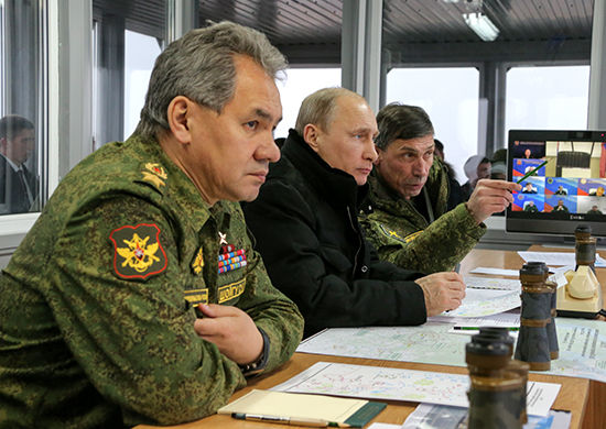 Владимир Путин наблюдает за ходом учений