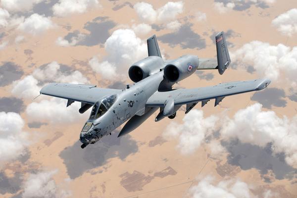 Штурмовик A-10 Warthog в полете.