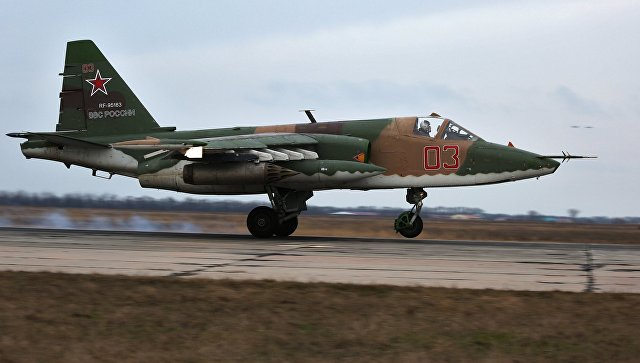 Штурмовик Су-25 во время летно-тактических учений в Краснодарском крае. Архивное фото.