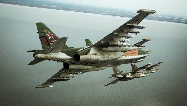 Штурмовики Су-25СМ3 во время летно-специальной подготовки экипажей штурмовиков авиационного полка Южного военного округа в Приморско-Ахтарске.
