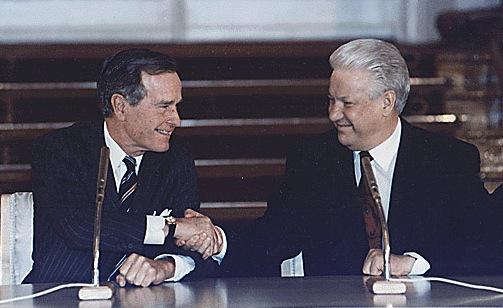 Президенты Джордж Буш и Борис Ельцин на подписании договора СНВ-II в Кремле.