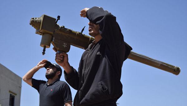 Сирийские боевики с ПЗРК на окраине Хомса