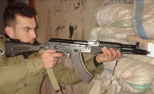 AK-104 в руках военнослужащего ВС САР.