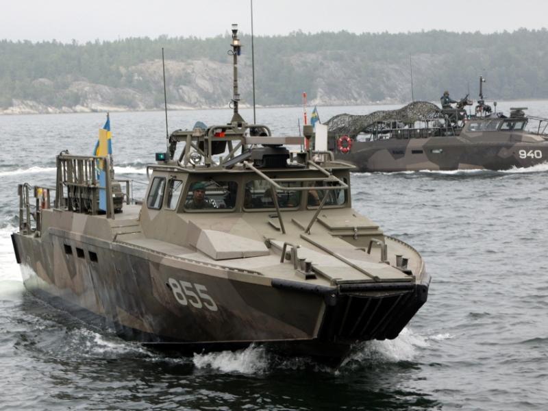 Скоростные десантно-штурмовые катера проекта Combat Boat 90 (СВ90; Stridsbåt 90) ВМС Швеции - фирменный продукт шведской верфи N. Sundin Dockstavarvet AB, приобретаемой группой Saab AB (c) Anders Sjödén / вооруженные силы Швеции.