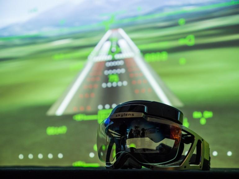 Очки пилота Skylens израильской компании Elbit Systems.