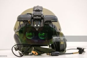 Нашлемный датчик (Helmet Mounted System - HMS) со «слияющейся картинкой» IronVision для экипажей танков и других бронированных машин, представленный компанией Elbit Systems.