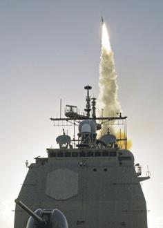 Запуск противоракеты SM-3 с борта крейсера Lake Erie. <br>Фото с сайта http://www.defense.gov/.