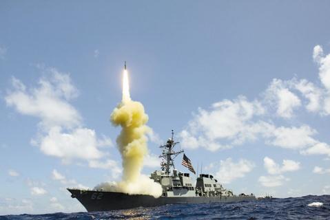 Старт ракеты-перехватчика корабельного базирования SM-3.