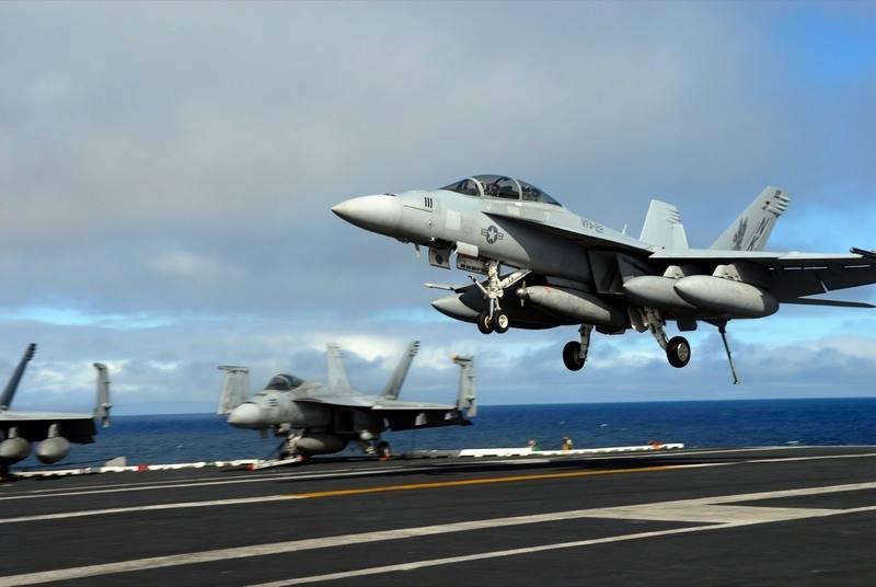 Посадка F/A-18 Hornet на авианосец.